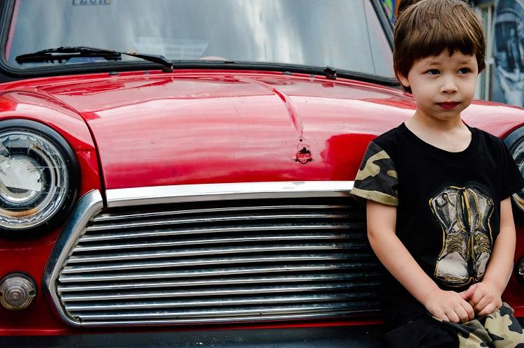 dziecko blacharz samochód lakiernik auto rodzina